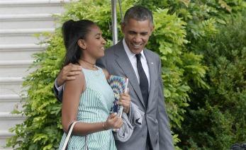 El presidente Obama abrazando a su Hija