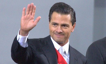 MEXICO CITY, MEXICO - SEPTEMBER 02: Mexican president Enrique Peña Nieto waves during the Presentation of Second Anual Report of Mexican Federal Government at National Palace on September 02, 2014 in Mexico City, Mexico. (Photo by Miguel Tovar/ LatinContent/Getty Images)