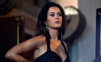 HOLLYWOOD, CA - SEPTEMBER 08:  Singer Katy Perry is honored during her hand print ceremony at TCL Chinese Theatre IMAX Forecourt on September 8, 2015 in Hollywood, California.  (Photo by Alberto E. Rodriguez/Getty Images)