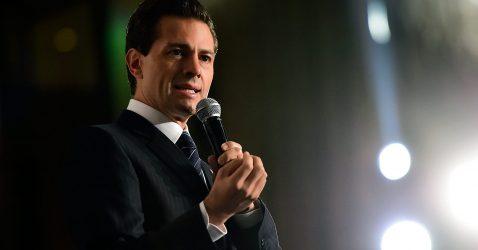 """61025085. México, 25 Oct 2016 (Notimex- Presidencia).- El presidente Enrique Peña Nieto participó este día en el Foro Impulsando a México: crecer en tiempos de desafío, donde sostuvo que, como Presidente de la Nación, en esta tarea, """"mi único propósito es que a México le vaya bien"""". NOTIMEX/FOTO/ESPECIAL/COR/POL/"""