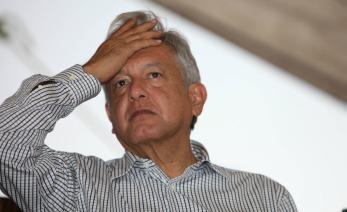 Andrés Manuel López Obrador, encabeza asamblea delegacional de MORENA y toma protesta al comite de MORENA en Iztapalapa,  lo acompañan Clara Brugada y Martí Batres, Ciudad de México.Foto: Benjamin Flores / Proceso