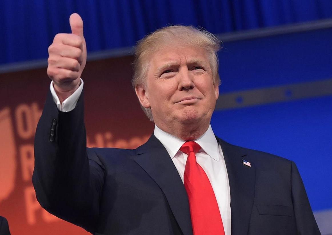 Trump pide a la Corte Suprema que restablezca prohibición de viajes