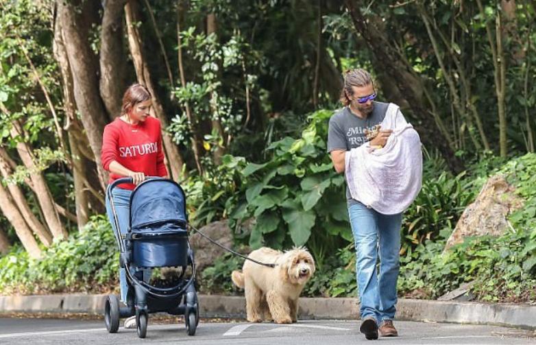 Las primeras imágenes de Bradley Cooper e Irina Shayk con su bebé