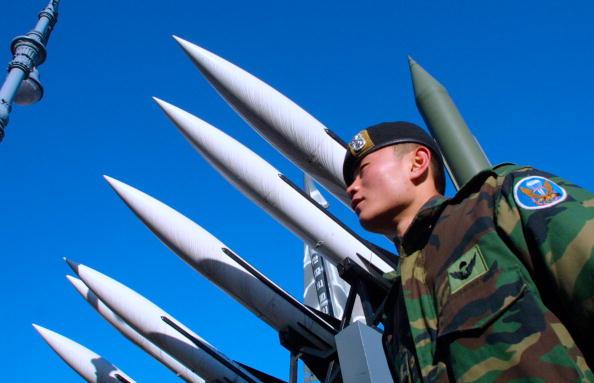 Trump permite venta de equipo militar 'sofisticado' a Tokio y Seúl