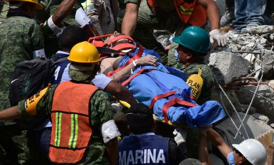 Peña Nieto informa que la prioridad sigue siendo salvar vidas, por lo que ha agradecido a los rescatistas y voluntarios su apoyo.