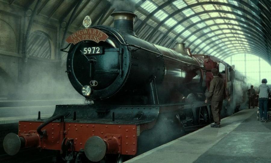 Expreso de Hogwarts rescata a una familia en Escocia, Hogwarts, Harry Potter