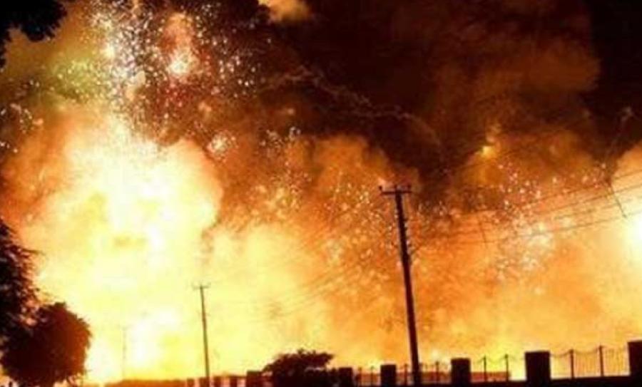 incendio en una fábrica de pirotecnia, incendio en fábrica pirotecnia, incendio en una fábrica de fuegos artificiales, fábrica de pirotecnia