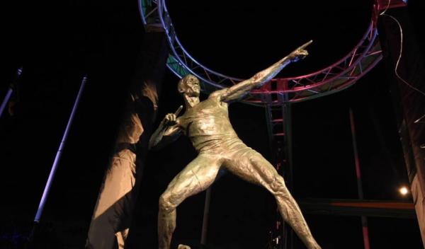 Usain Bolt es inmortalizado con una estatua, estatua de Bolt en Jamaica, estatua de Bolt, estatua de bronce para Bolt en Jamaica, corredor más rápido del mundo