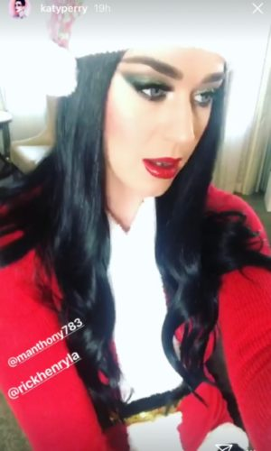 ¿Katy Perry regresó a su antiguo look?¡se ve muy bien! Dise%C3%B1o-sin-t%C3%ADtulo-12-4-300x500