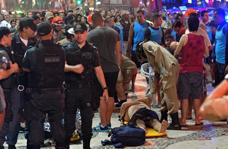 Un auto atropelló a una multitud en Río de Janeiro en Brasil, la hipótesis del incidente 000_X28KF