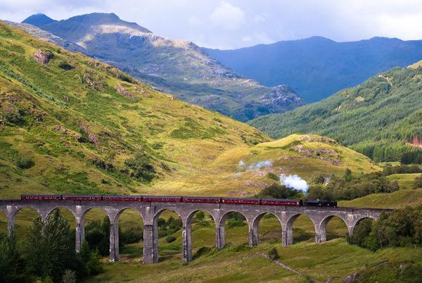 ¡Todos a la plataforma 9 3/4! Conoce el tren de Harry Potter que arranca en marzo viaducto-glennfin-y-jacobite-steam-train-600x402