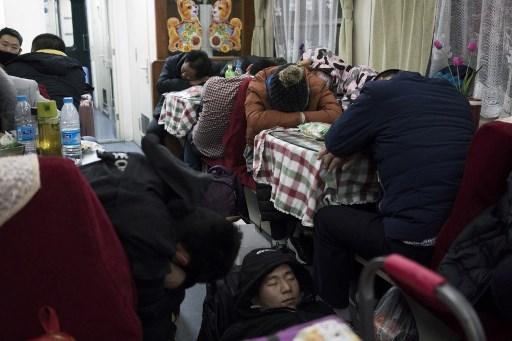 China festejará el Año Nuevo entre felicidad y tristeza 000_ZG82R