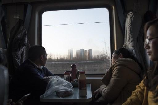 China festejará el Año Nuevo entre felicidad y tristeza 000_ZG83K