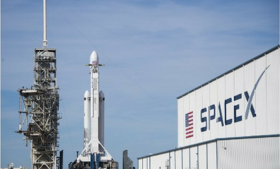 Primer lanzamiento del cohete Falcon Heavy