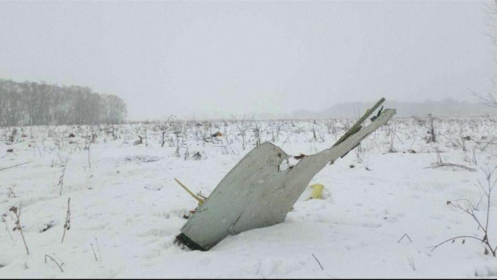 Avión ruso se estrelló con 71 pasajeros abordo en las afueras de Moscú DVw3iGbX4AA0qKE