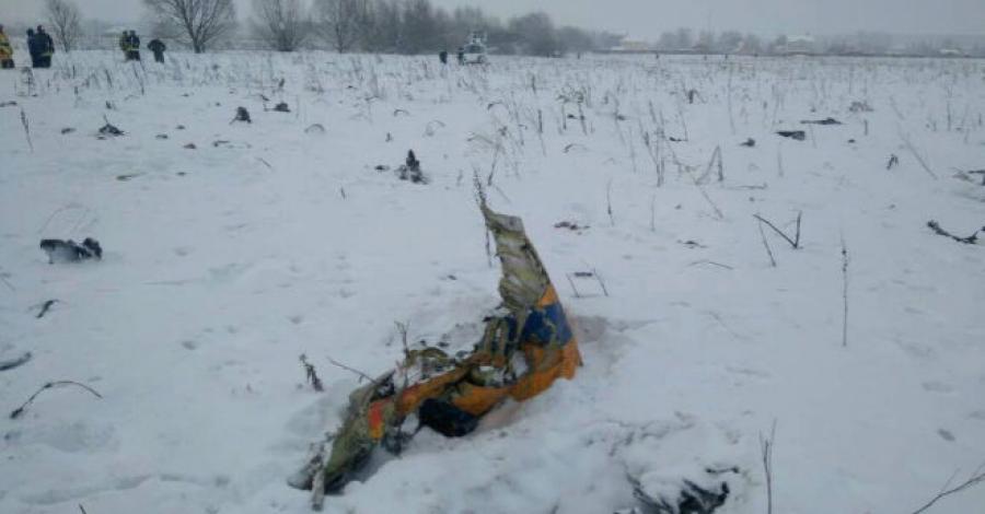 Avión ruso se estrelló con 71 pasajeros abordo en las afueras de Moscú DVw7uK-VoAEauL0