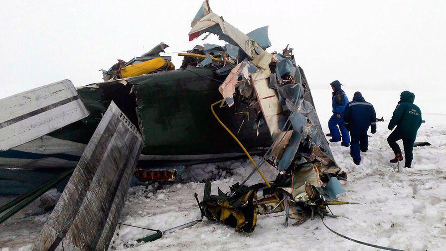 Avión ruso se estrelló con 71 pasajeros abordo en las afueras de Moscú DVweyfsXUAcPHFE