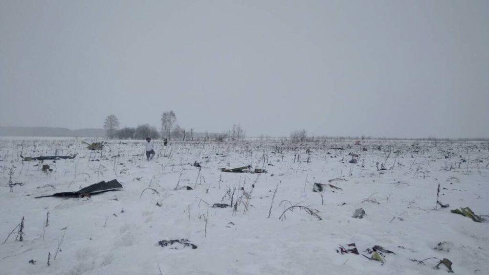Avión ruso se estrelló con 71 pasajeros abordo en las afueras de Moscú DVwuDn4WsAIIwKO