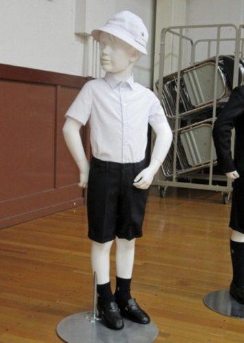 Escuela pública exige a sus alumnos uniformes Armani de miles de pesos uniformes-armani-2-356x500