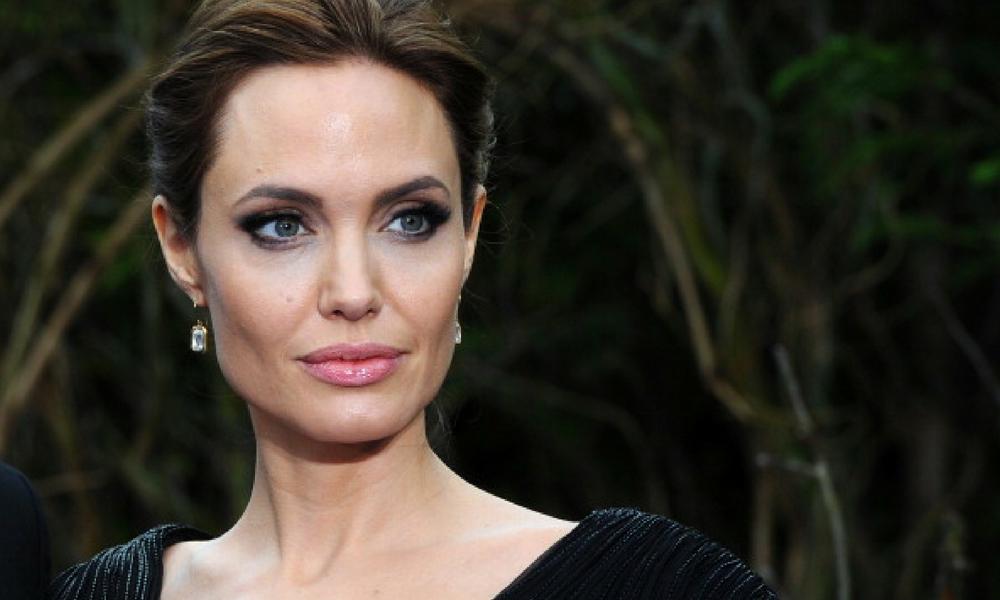Angelina Jolie señaló que Brad Pitt debe la manutención
