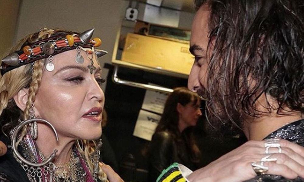 Maluma se roba los titulares de los VMAs