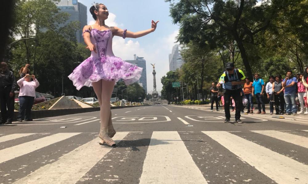 Compañía de danza invadió Reforma