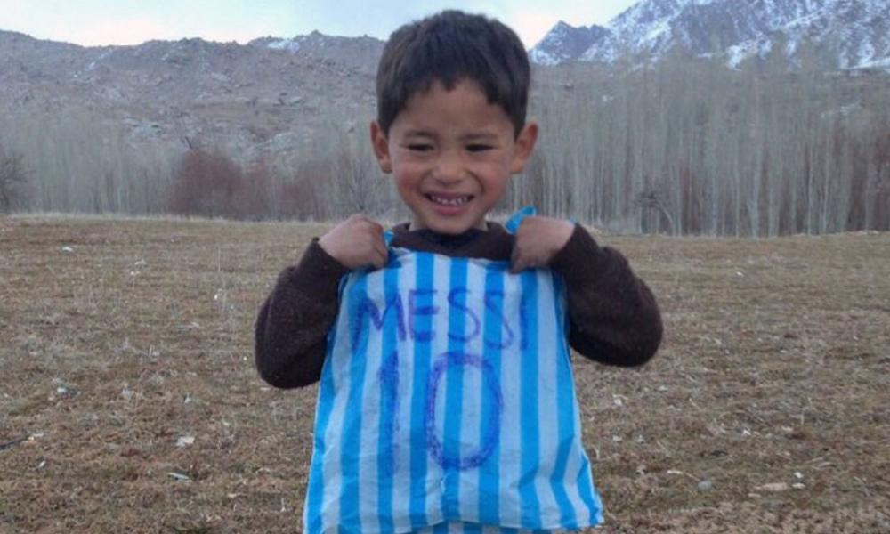 El niño 'Messi' afgano