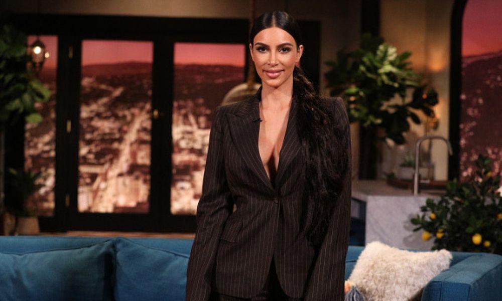 Prestan Kim Kardashian su línea de fajas reductoras