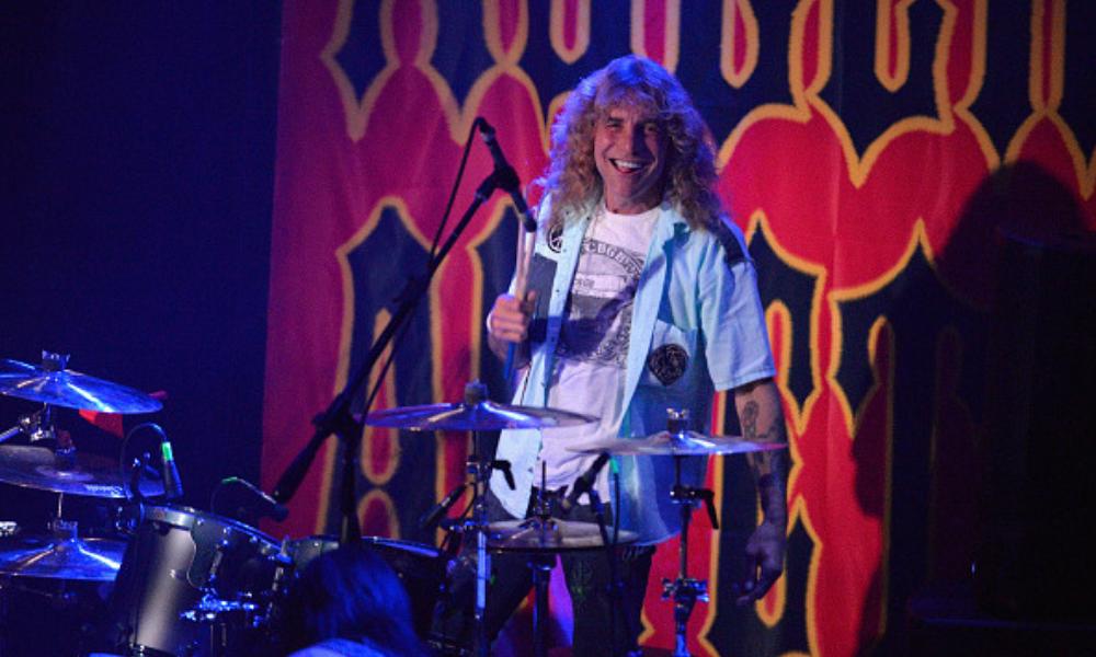 Ex baterista de Guns N' Roses se apuñaló