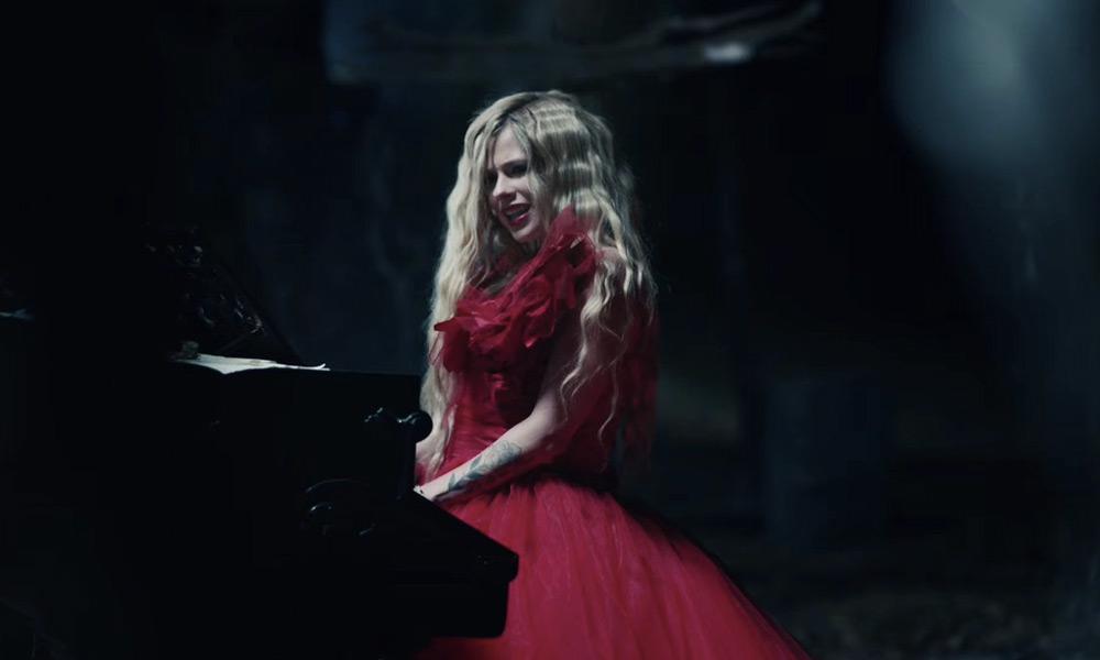 Avril Lavigne estrenó 'I Fell in Love with the Devil'