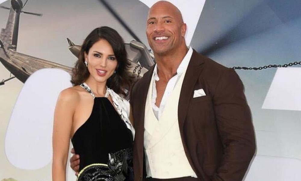 Eiza González le enseñó español a 'The Rock'