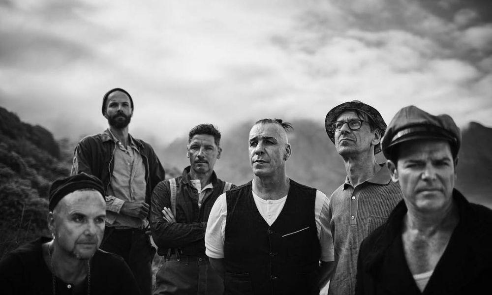 integrantes de Rammstein se besan
