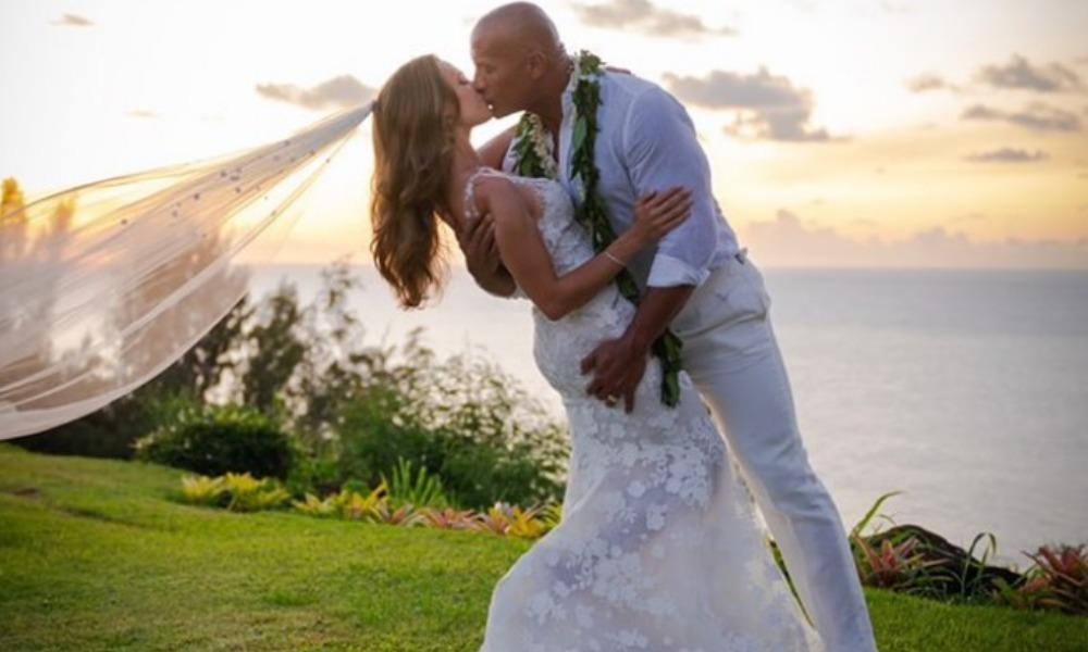 La Roca se casó en secreto en Hawái