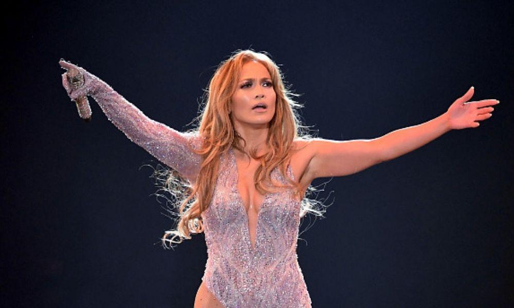 Jennifer Lopez en el medio tiempo del Super Bowl LIV