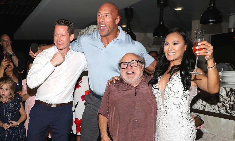 The Rock y Danny Devito se colaron en una boda