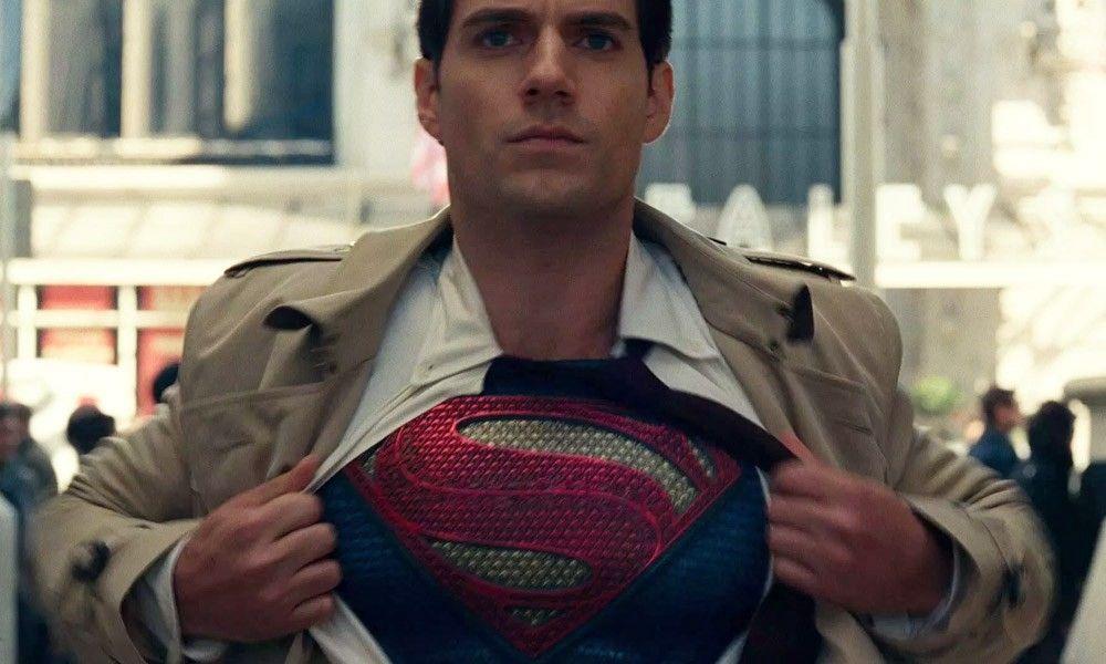 Henry Cavill en pláticas para volver a ser Superman