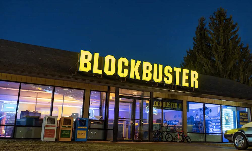 Blockbuster regresó junto con AirBnb