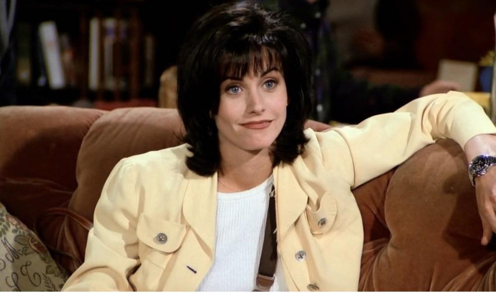 Courteney Cox recrea icónica escena de 'Friends'